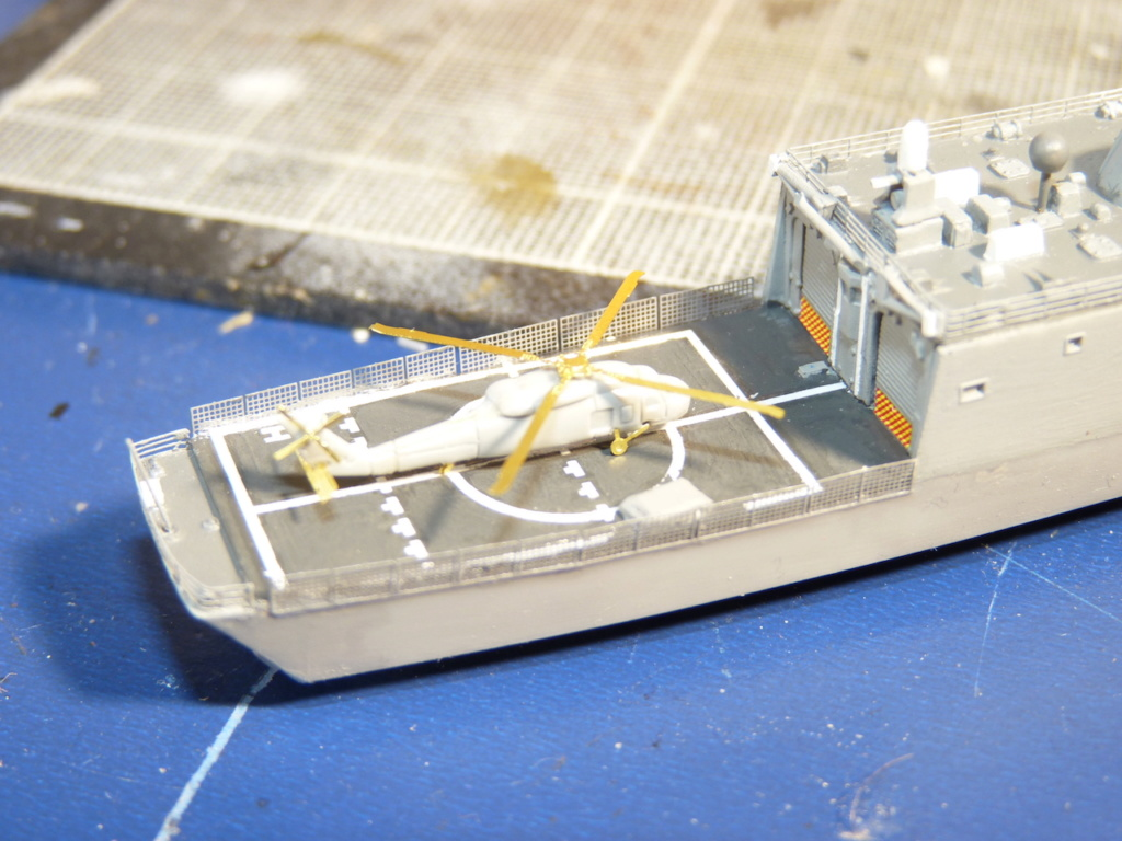 USS Kauffman - FFG 59 1/700 REVELL / PITTROAD   - Page 2 P1120038