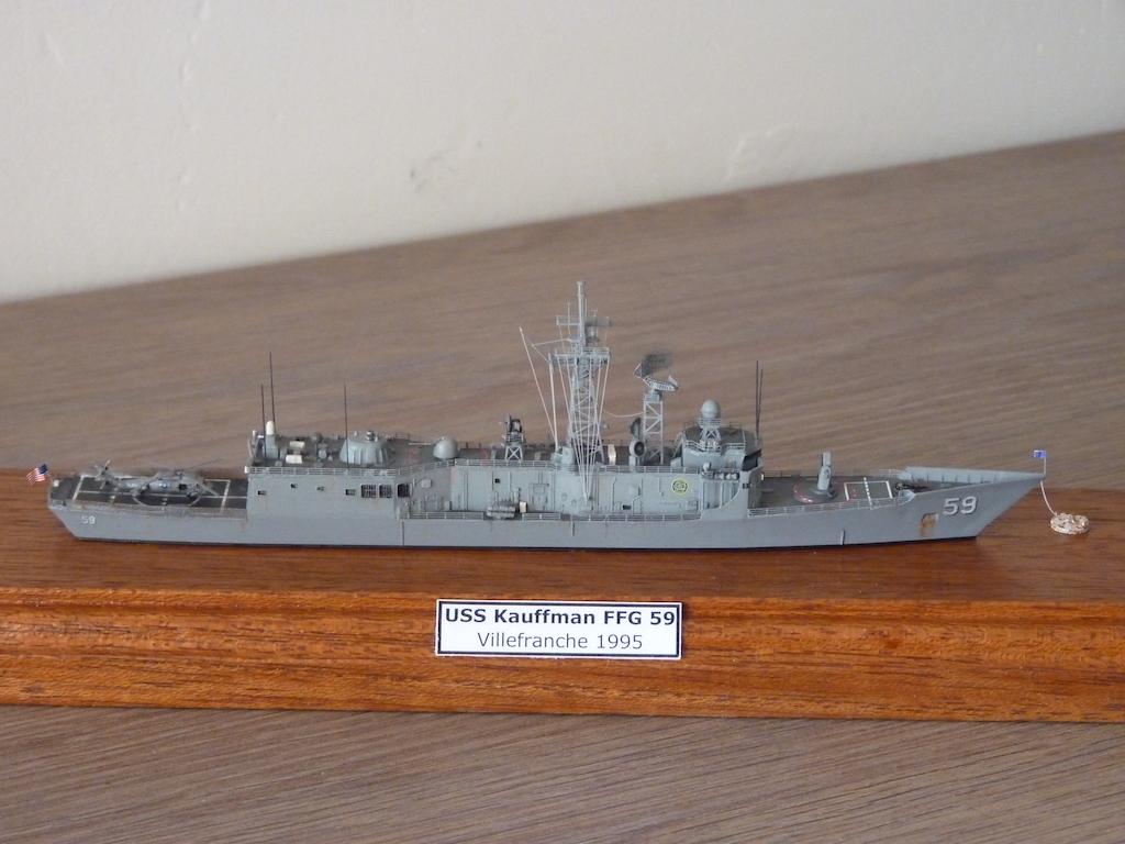 USS Kauffman - FFG 59 1/700 REVELL / PITTROAD  P1120110