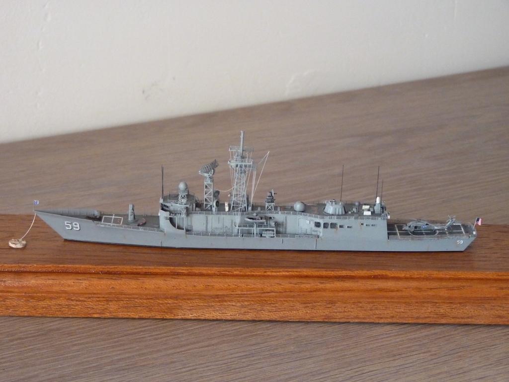 USS Kauffman - FFG 59 1/700 REVELL / PITTROAD  P1120111