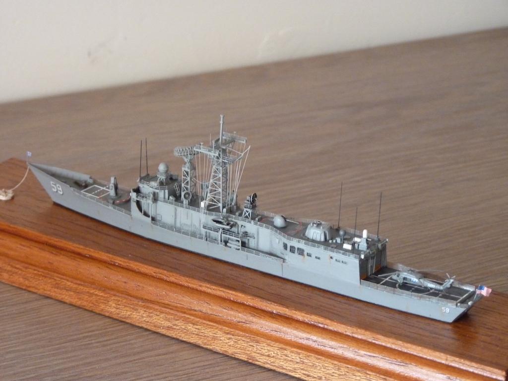 USS Kauffman - FFG 59 1/700 REVELL / PITTROAD  P1120112