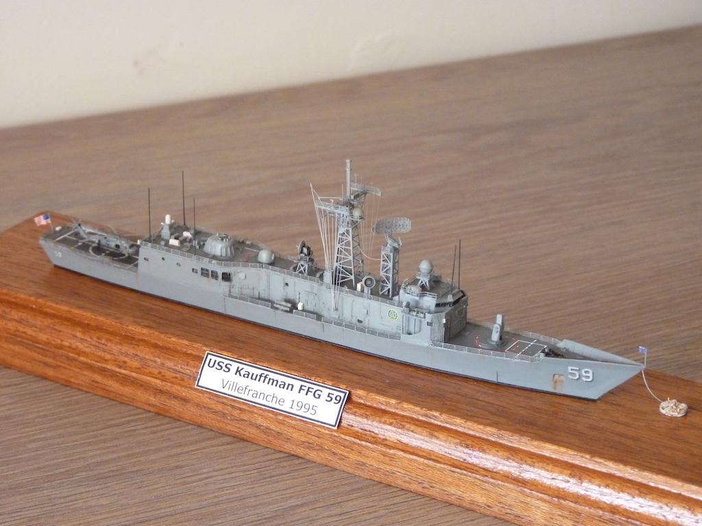 USS Kauffman - FFG 59 1/700 REVELL / PITTROAD  P1120113