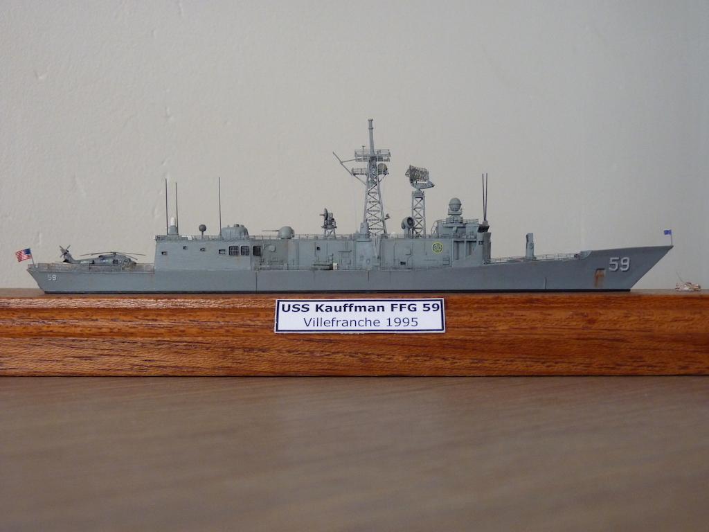 USS Kauffman - FFG 59 1/700 REVELL / PITTROAD  P1120114