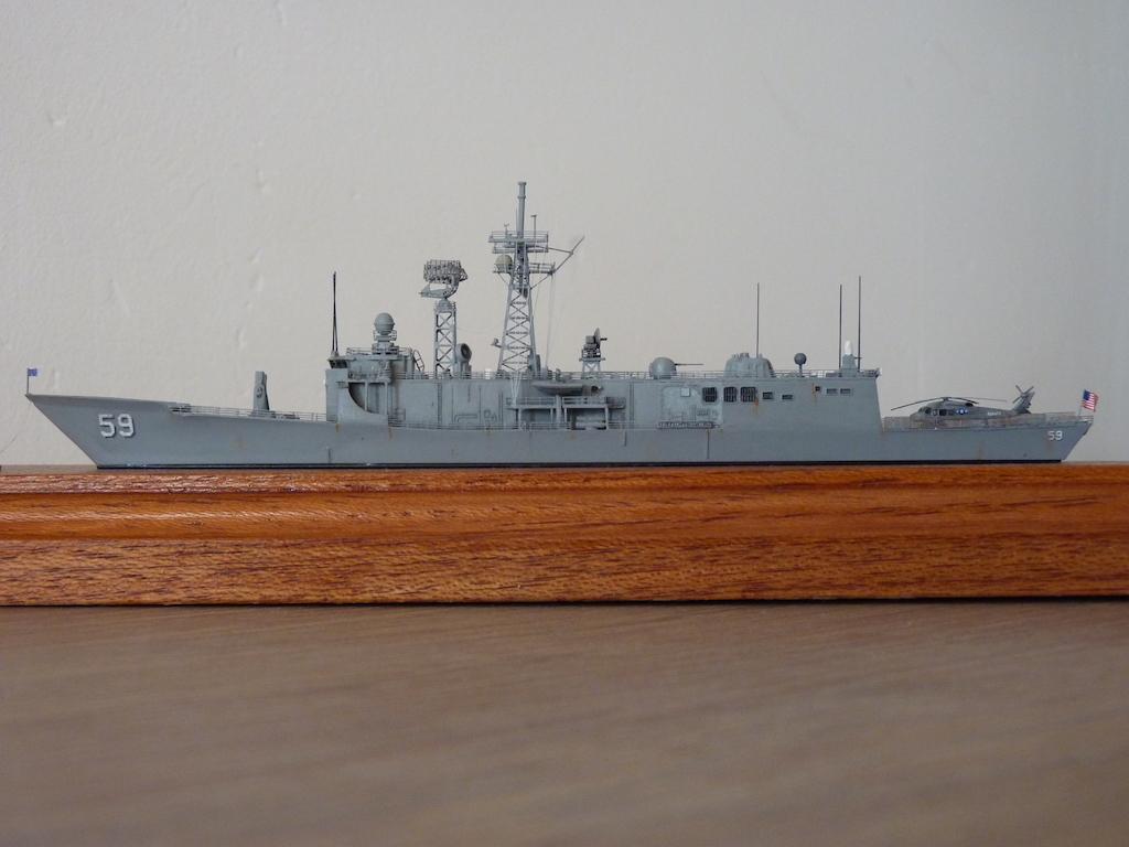 USS Kauffman - FFG 59 1/700 REVELL / PITTROAD  P1120115