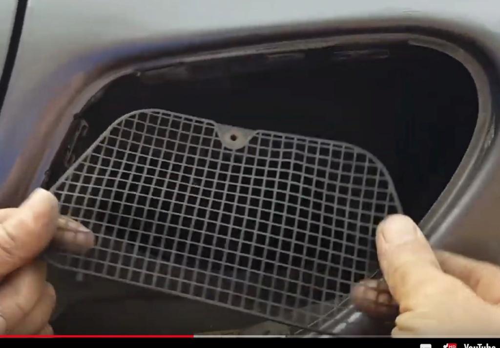 grille pour ouïe d'entrée d'air moteur Captur34