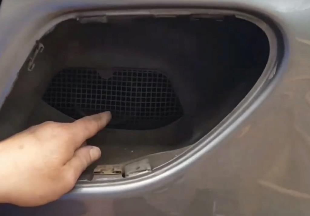 grille pour ouïe d'entrée d'air moteur Captur35