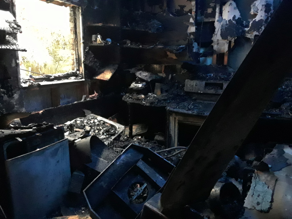 Fire leaves family with nothing. 20181211