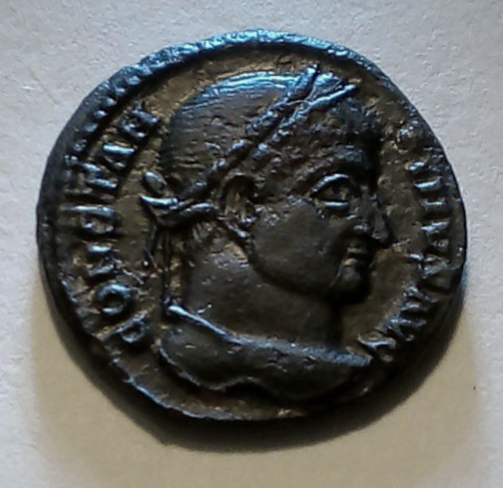 AE3 de Constantino I. D N CONSTANTINI MAX AVG / VOT XX. Siscia. 20191017