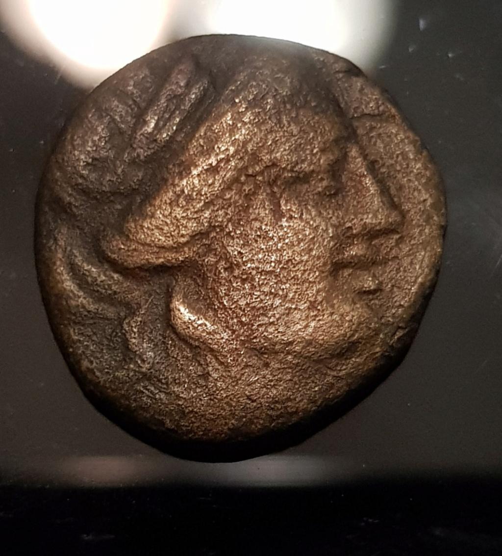 Unidad de Cobre de la Liga Tesalia, 196 a.C. - 146 a.C. Apolo a derecha. Img-2034