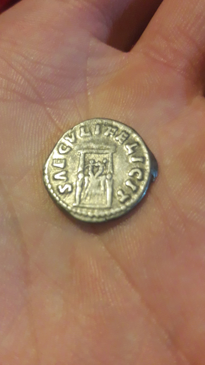 Denario de Faustina II. SAECVLI FELICIT . Trono con dos niños. Roma. Screen46