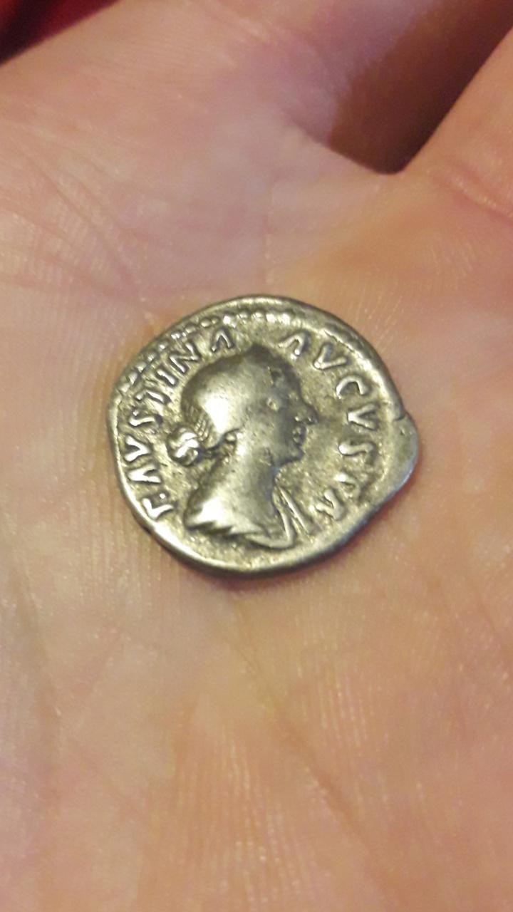 Denario de Faustina II. SAECVLI FELICIT . Trono con dos niños. Roma. Screen47