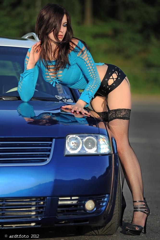 Les Jolies Femmes et l'Automobile XIV - Page 38 -tumb145