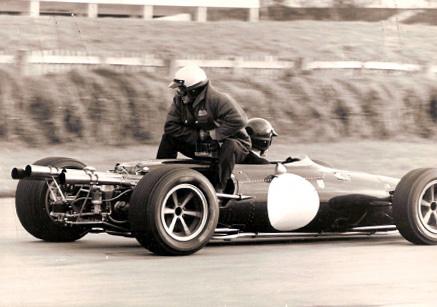Les insolites du sport automobile. Dan_gu10