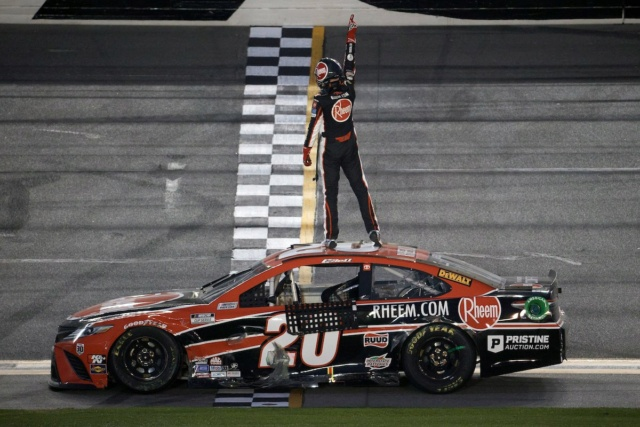 Monster Energy NASCAR Cup - Page 14 Euybi910