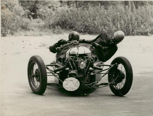Les insolites du sport automobile. - Page 6 Main_f10