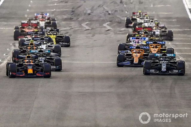 Briefing - Debriefing GP F1 2021 - Page 2 Max-ve10