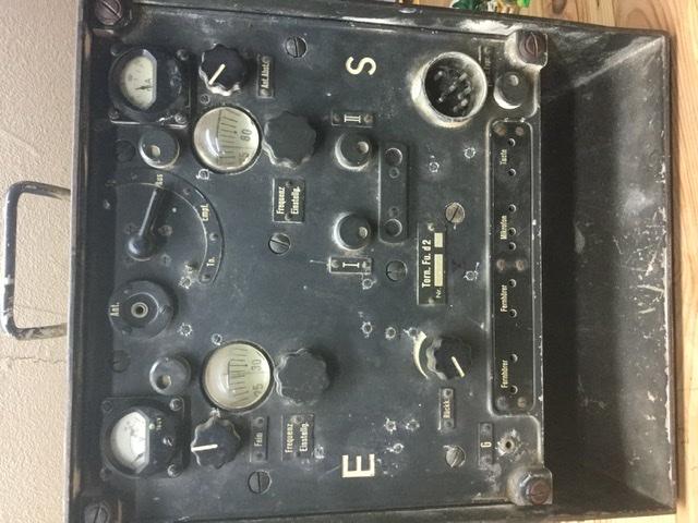 Un paysans vole une radio  923fdb10