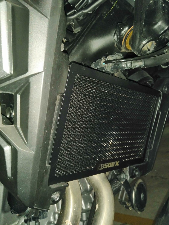 Chuches de Aliexpress montadas... protector radiador, pedal freno y alza cúpula Img_2041