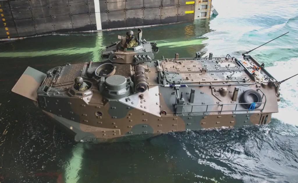 [interarmées] La force amphibie japonaise - Page 3 Aav7_w10