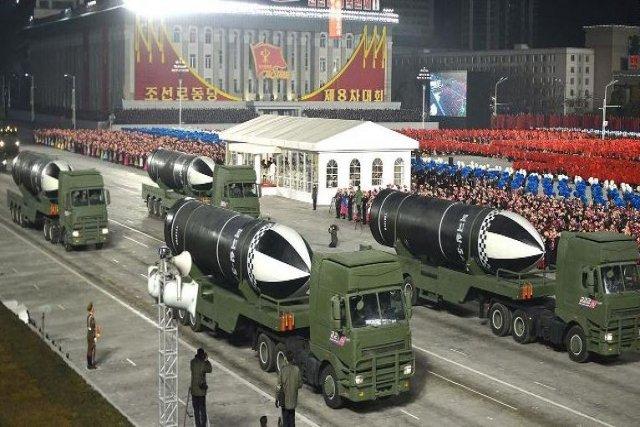 Corée du Nord : sous-marin lance-missile balistique - Page 2 Nk10
