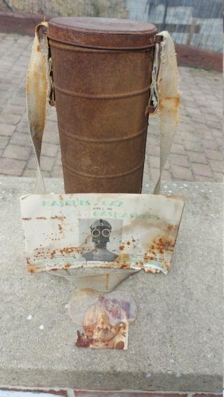 Boîtier masque anti gaz belge 20210477