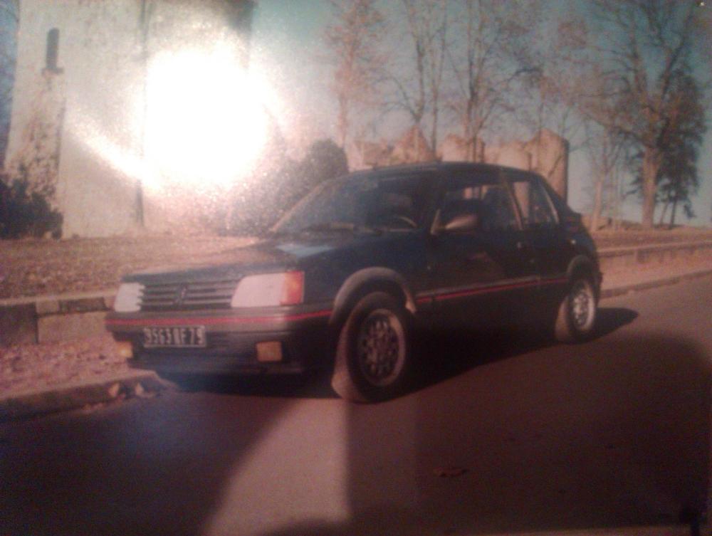 [79] 205 GTI 1L6 - 105cv - AM86 - Bleu Ming - Origine inconnue M_piet10