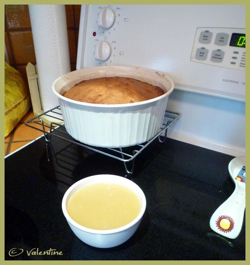 Gâteau renversé aux pommes sauce au caramel 10102211