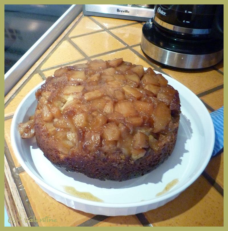Gâteau renversé aux pommes sauce au caramel 10102212