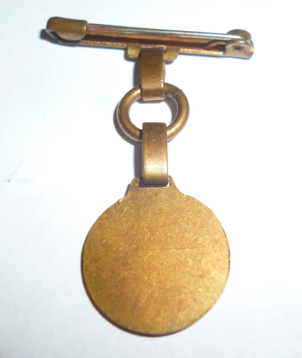 petit insigne Philippe petain  P1120811
