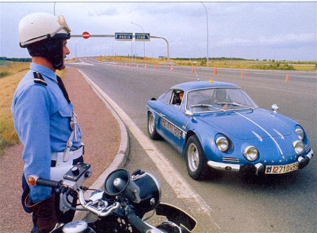 Des Renault sur les autoroutes Darkma11