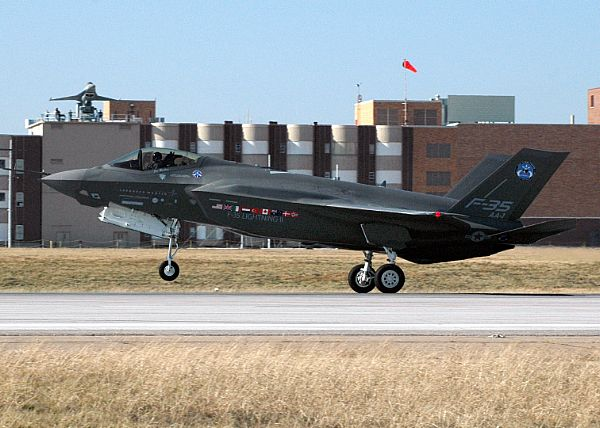 F-35 Lightning II Joint Strike Fighter Web_0611