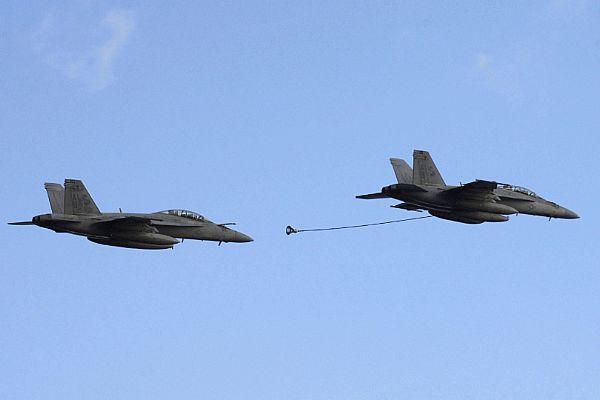 Navy Aircraft : F18 Hornet & Super Hornet - E-2 Hawkeye ... Web_0711