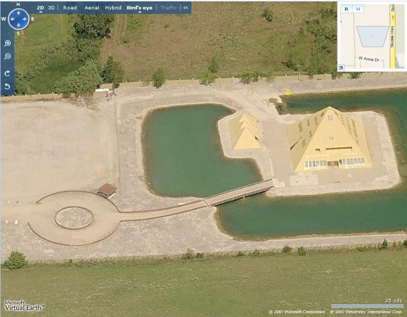 Pyramide à Wadsworth, Illinois - USA Captur12