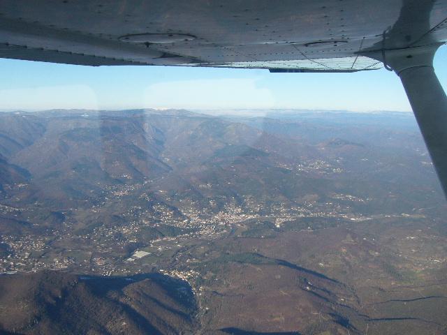 Photo survol viaduc millau mt aigoual,cévennes en C172 P1050110