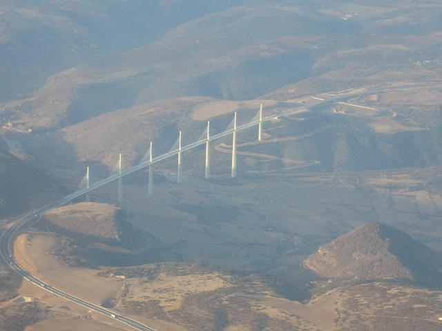 Photo survol viaduc millau mt aigoual,cévennes en C172 P1050114