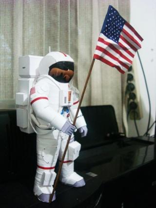 [maquette papier] astronaute lunaire au 1/6 Astron10