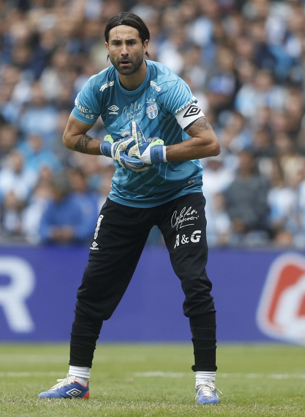 Los porteros más bajos de la historia del futbol -- Shortest goalkeepers in football - Página 5 Luccet10