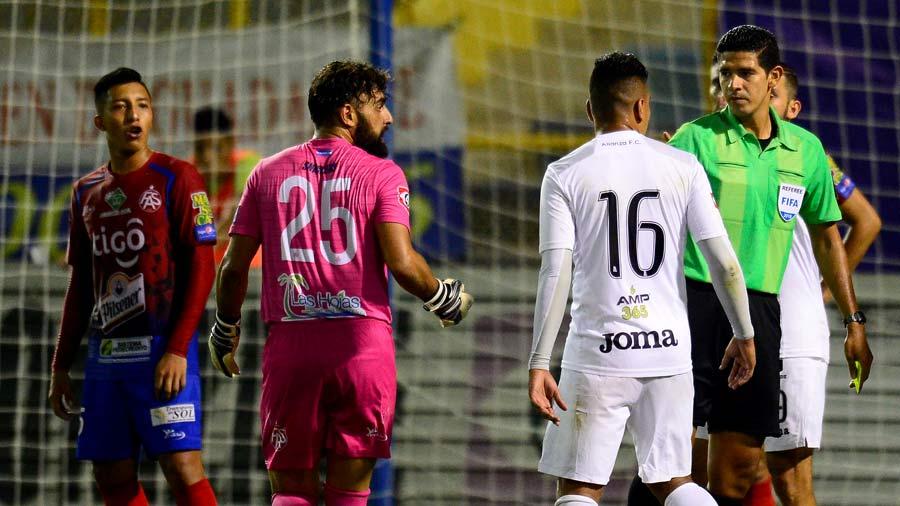 Los porteros más bajos de la historia del futbol -- Shortest goalkeepers in football - Página 12 Matico10