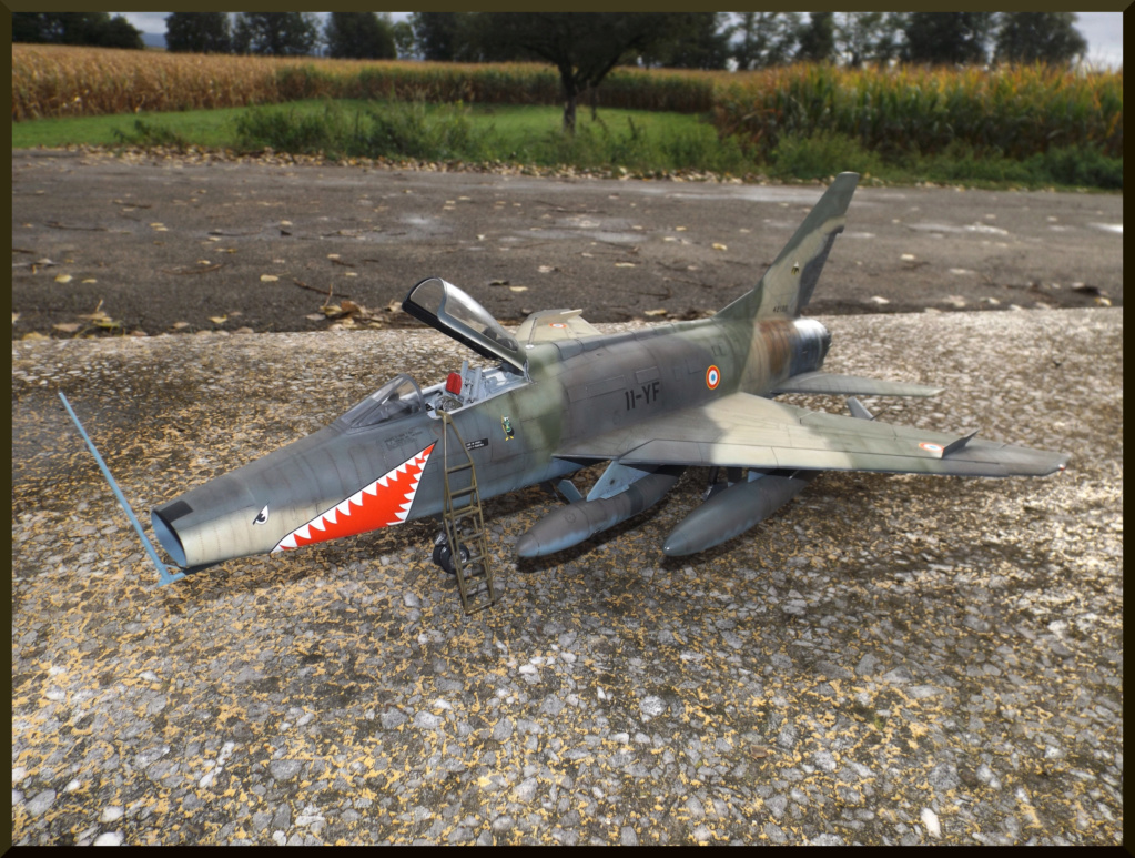 F 100-D TRUMPETER 1/32 Dehors18