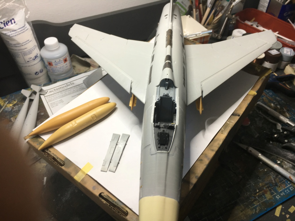 F 100-D TRUMPETER 1/32 - Page 3 Img_5816