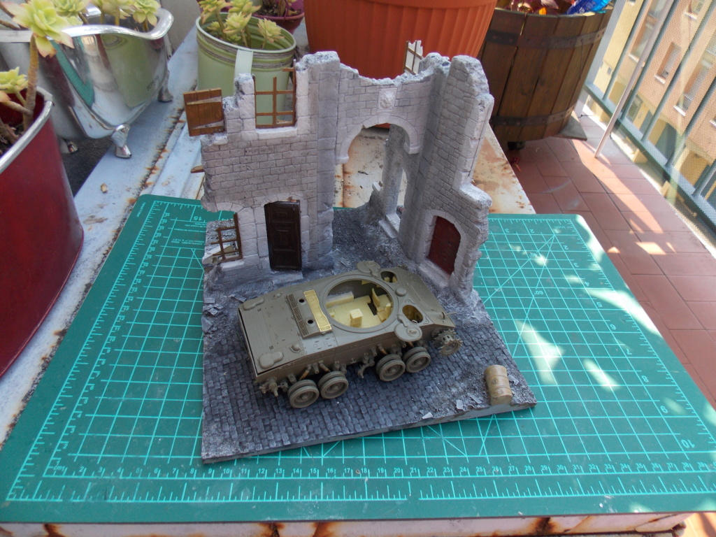 M24 CHAFFEE 1/35(AFV/BRONCO) interieur et decor VERLINDEN  Dscn6610
