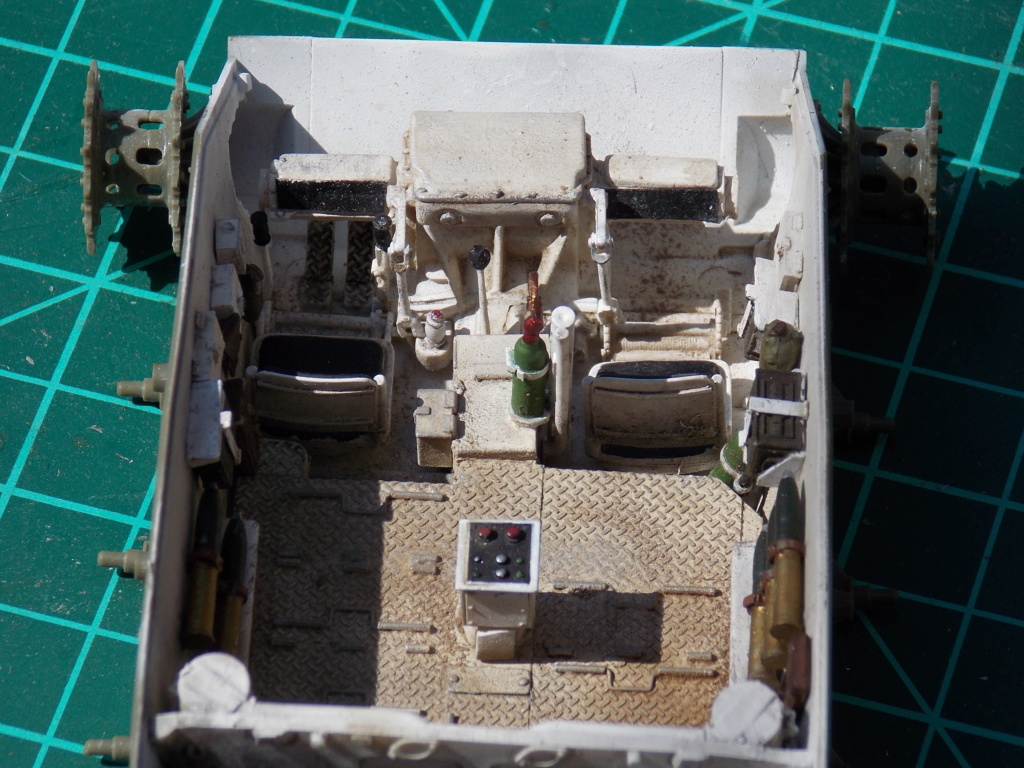 M24 CHAFFEE 1/35(AFV/BRONCO) interieur et decor VERLINDEN  Dscn6614