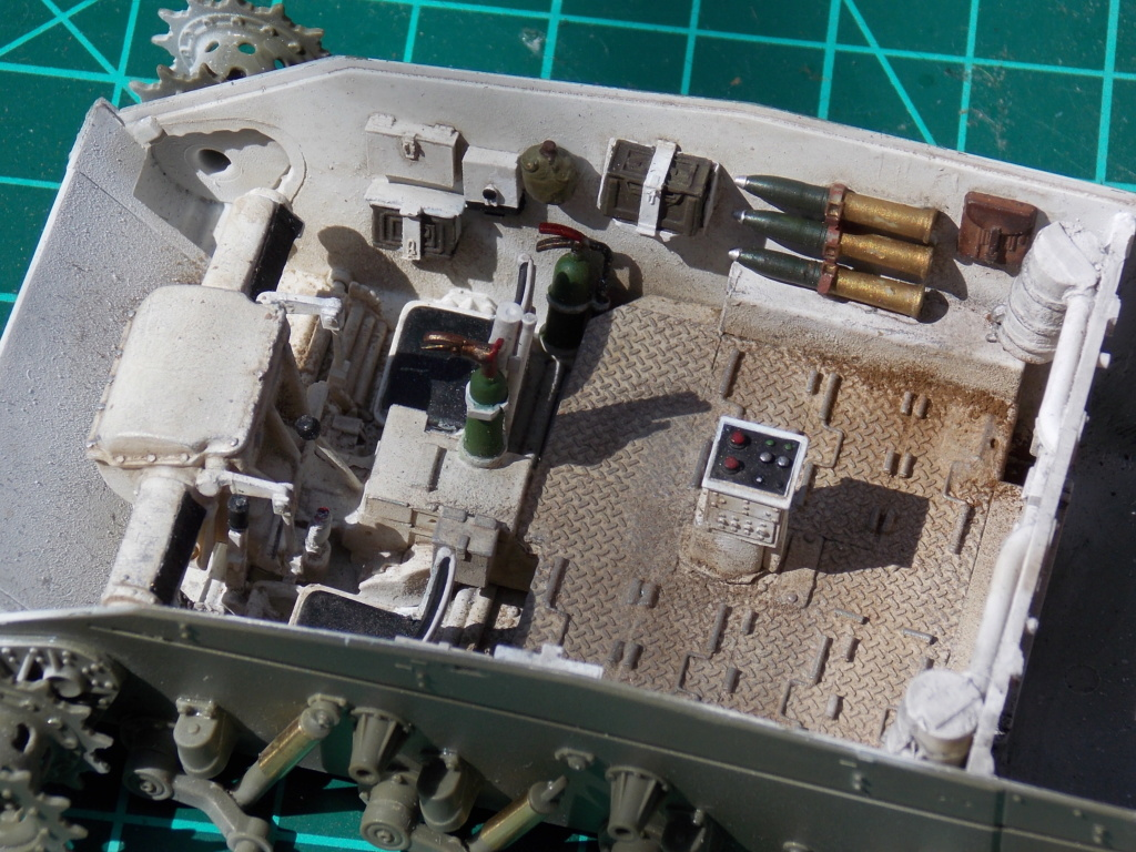 M24 CHAFFEE 1/35(AFV/BRONCO) interieur et decor VERLINDEN  Dscn6617