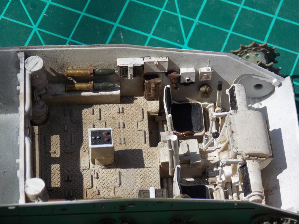 M24 CHAFFEE 1/35(AFV/BRONCO) interieur et decor VERLINDEN  Dscn6618