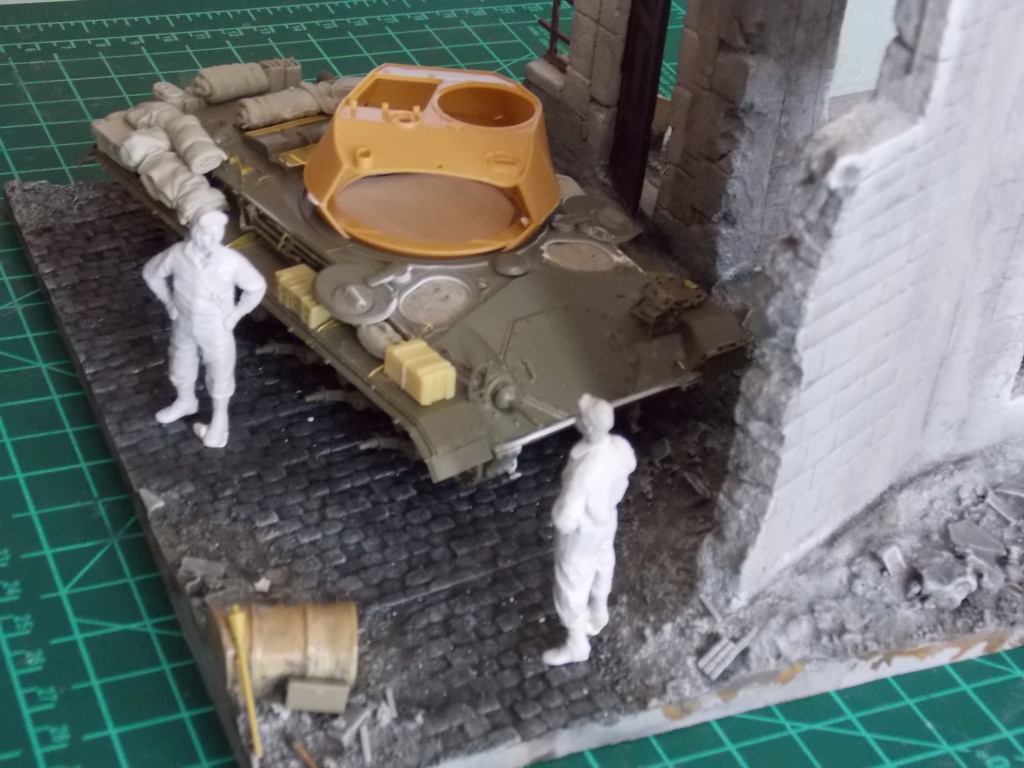 M24 CHAFFEE 1/35(AFV/BRONCO) interieur et decor VERLINDEN  Dscn6621