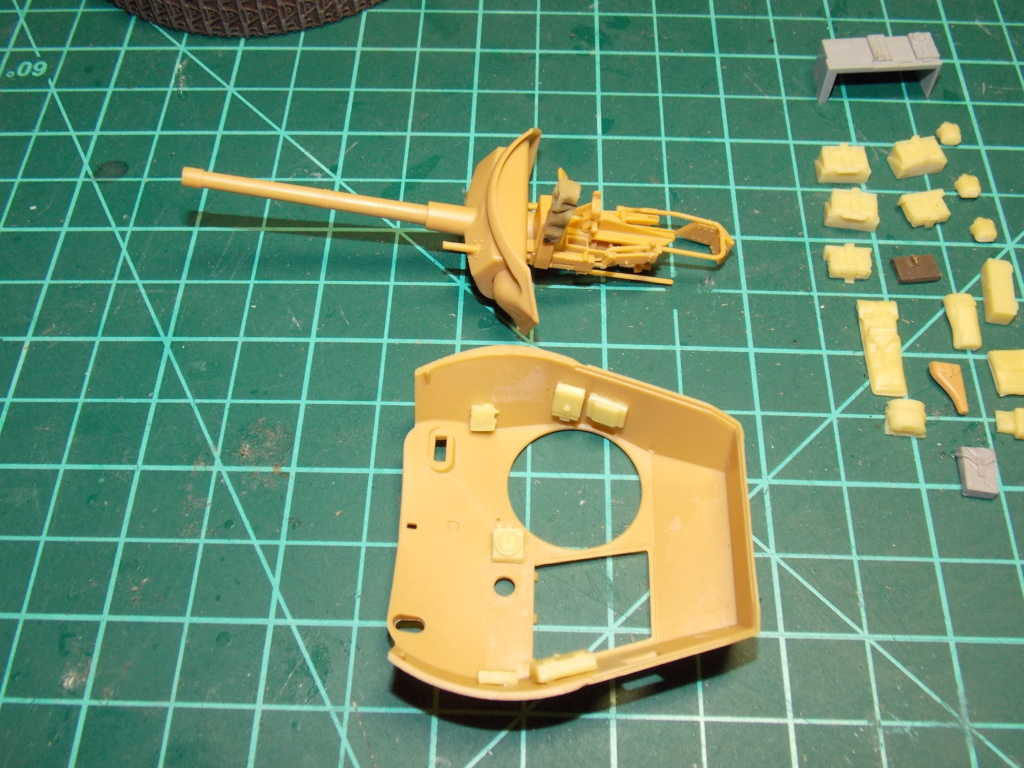 M24 CHAFFEE 1/35(AFV/BRONCO) interieur et decor VERLINDEN  Dscn6622