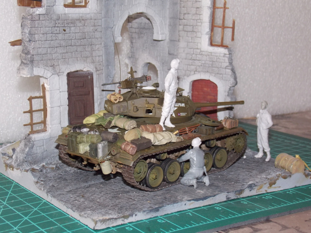 M24 CHAFFEE 1/35(AFV/BRONCO) interieur et decor VERLINDEN  Dscn6732