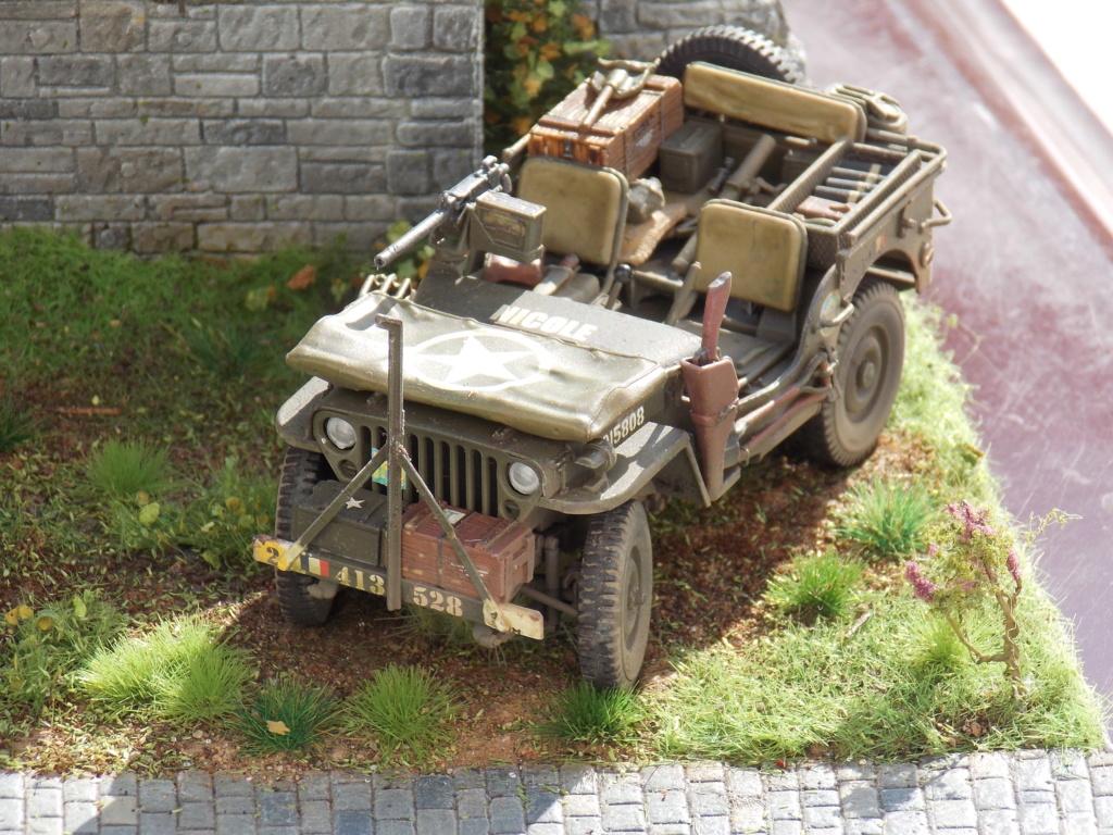 Jeep BRONCO et decor MINIART 1/35  TERMINE Dscn7510