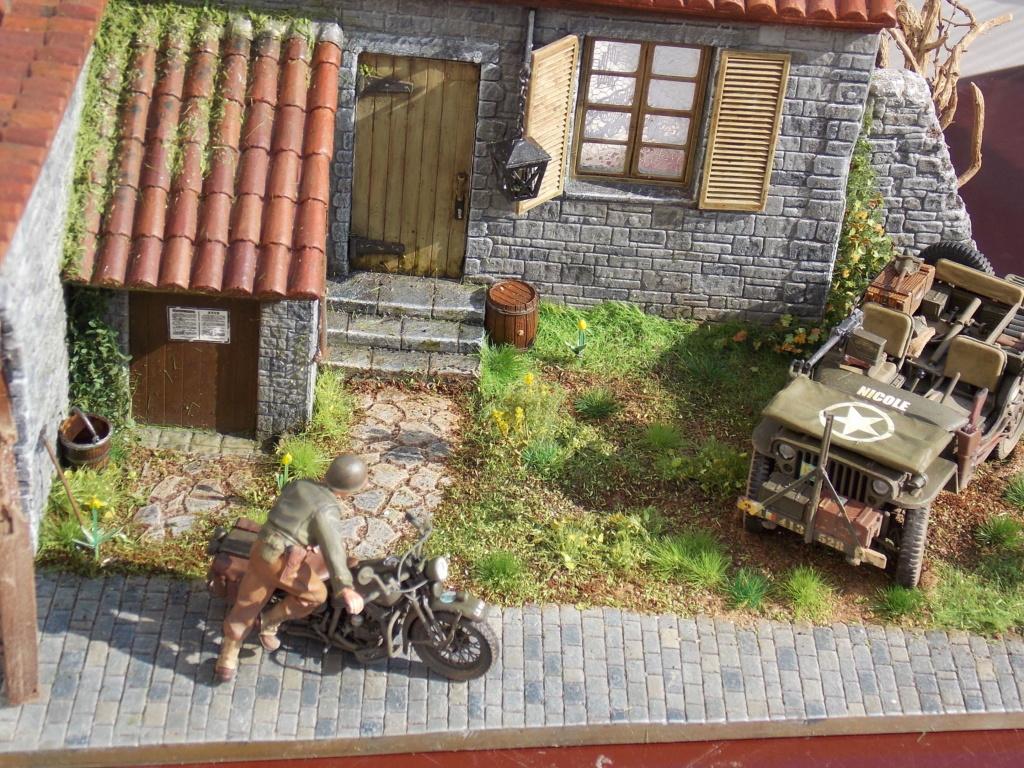 Jeep BRONCO et decor MINIART 1/35  TERMINE Dscn7518