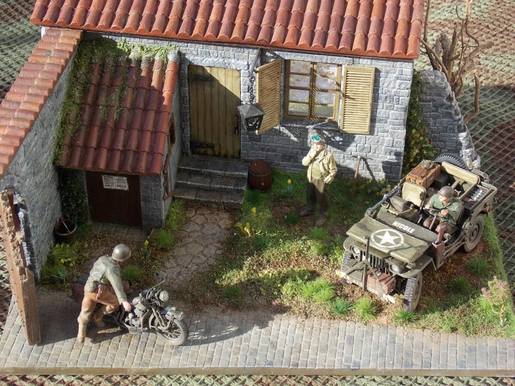 Jeep BRONCO et decor MINIART 1/35  TERMINE Dscn7616