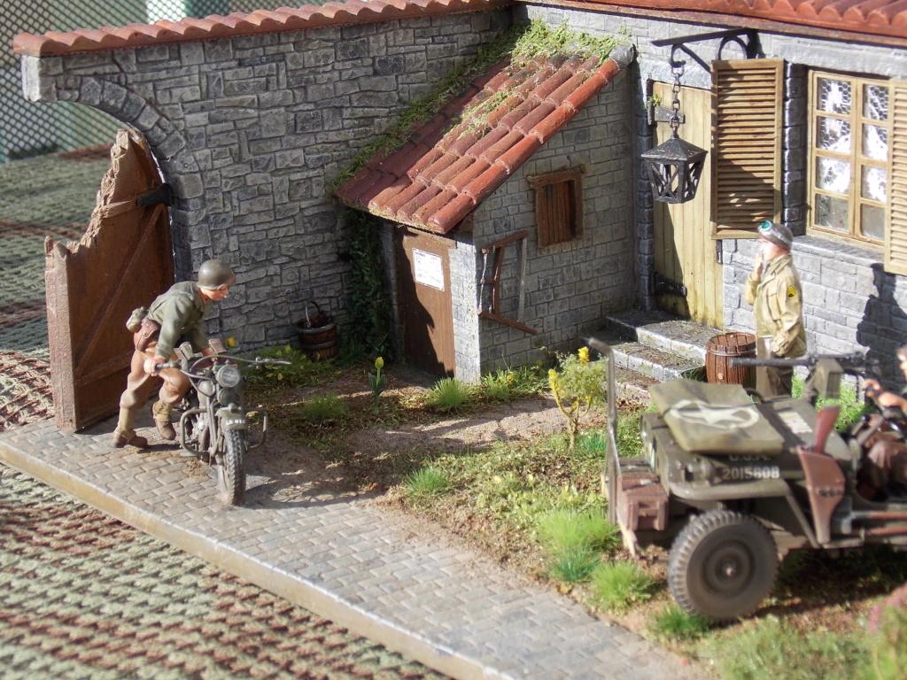 Jeep BRONCO et decor MINIART 1/35  TERMINE Dscn7618